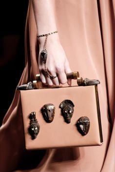 Sfilata Valentino Parigi - Collezioni Primavera Estate 2016 - Dettagli - Vogue