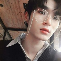 Read Ulzzang from the story Personagens **Fechado by Laris_Unicorn (Larissa Santos) with 630 reads. Korean Boys Ulzzang, Cute Korean Boys, Ulzzang Couple, Ulzzang Boy, Hot Korean Guys, Korean Men, Cute Asian Guys, Hot Asian Men, Asian Boys