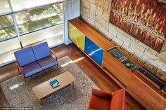 Architect Harry Seidler was commissioned by David and Marjorie Thurlow to build a very simple and modest home in Blakehurst in 1952