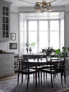 my scandinavian home: The calm and collected home of a Swedish interiors stylist Dining Room Inspiration, Interior Inspiration, Loft, Kitchen Interior, Interior Design Living Room, Dining Room Paint, Dining Rooms, Dining Area, Dining Table