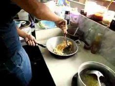 Le riz frit ou khao pat (prononcer krao patte), est un plat tout simple et délicieux, c'est certainement le plat le plus commun dans les restaurants en