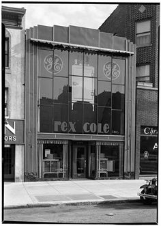 Rex Cole, Bronx, NYC, NY Photo by Samuel H. Gottscho, 1931 Image via Museum of the City of New York (Print Available) Another Rex Cole fridge showroom — a beautiful thing. When I looked up the address...#ArtDeco #architecture #preservation