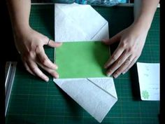 Ciao a tutti ecco il tutorial della Partecipazione Origami che avete visto qualche giorno fà su facebook spero tanto che vi piaccia un saluto e buon lavoro :... Origami Envelope, Origami Paper, Creative Gift Wrapping, Creative Gifts, Safe The Date, Envelopes, Wedding Cards, Wedding Invitations, Letter Folding