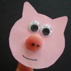 This Pig Finger Puppet is a really fun craft to make, perfect for a farm animal project or even for a 3 Little Pigs craft! Farm Animal Crafts, Pig Crafts, Puppet Crafts, Farm Crafts, Daycare Crafts, Paper Crafts For Kids, Preschool Crafts, Projects For Kids, Farm Animals