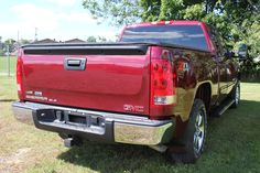 """The 2009 GMC Sierra is """"pure pickup,"""" designed for work gloves and steel-toed boots, and """"luxury inspired,"""" with the ladies and kids in mind. Several reviewers call the Sierra 1500's cabin the best on the market. Gmc Sierra Sle, Sierra 1500, Tonneau Cover, Steel Toe Boots, Work Gloves, 4x4, Cabin, Pure Products, Marketing"""
