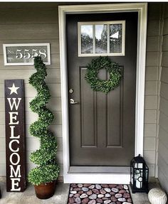 farmhouse front door entrance design ideas tips on selecting your front doors 51 Front Door Porch, Front Door Entrance, House Entrance, Front Door Decor, Fromt Porch Decor, Entrance Design, Fromt Porch Ideas, Outdoor Entryway Decor, Front Entrances