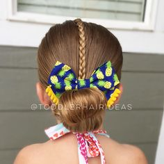 Flip buns are our go-to swim style! They're easy, super quick to do, and they stay in really well in the water! Today for swim, I did a front topsy tail and braid (to keep those front whispy hairs out of the way) and a flip bun! I love this adorable pineapple bow from @littleloveleighs