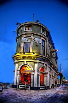 The Baltic Fleet, dating from the mid is a traditional pub in the heart of Liverpool. Liverpool History, Liverpool Home, Liverpool England, Northern England, England Uk, Old Houses, Cool Photos, Local History, Nautical Theme