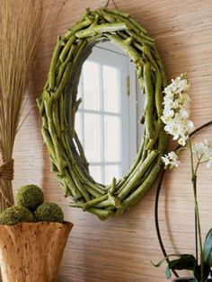 DIY Twig Mirror via Elle Decor. Turn a yard sale find into an eco-chic mirror. Mirror Makeover, Diy Mirror, Driftwood Mirror, Oval Mirror, Mirror Ideas, Foyer Mirror, Driftwood Wreath, Mirror House, Sunburst Mirror