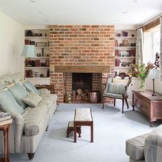 Living room with brick fireplace traditional living room with brick chimney living room decorating beautiful homes Living Room Shelves, Living Room With Fireplace, Living Room Decor, Paint Fireplace, Exposed Brick Fireplaces, Chimney Decor, 25 Beautiful Homes, Christmas Living Rooms, Dream House Interior