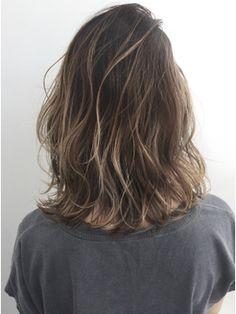 外国人風ボブ ハイライトグラデーション グレージュ 外ハネ/Tornado 【トルネード】をご紹介。2018年春の最新ヘアスタイルを100万点以上掲載!ミディアム、ショート、ボブなど豊富な条件でヘアスタイル・髪型・アレンジをチェック。 Hair Lights, Light Hair, Ombre Hair, Balayage Hair, Medium Hair Styles, Curly Hair Styles, Hair Arrange, Brown Blonde Hair, Love Hair