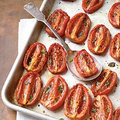 Tomates temperados assados/Aromatic Slow-Roasted Tomatoes ~ even does wonders to winter store bought tomatoes! Vegetable Recipes, Vegetable Side Dishes, Vegetarian Recipes, Cooking Recipes, Healthy Recipes, Veggie Side, Slow Roasted Tomatoes, Cooking Tomatoes, Grow Tomatoes