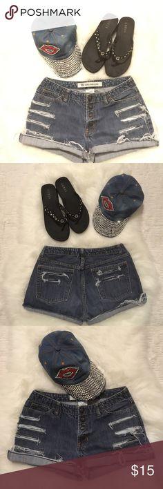 "❤️Gap Sz 6 Distressed Blue Jean Shorts ❤️ 100% Cotton-Gap Sz 6 Rebuild Condition- 5-Pockets-Button Up Fly-Measurements laying flat: Waist; 14"" Inseam: Folded 10"" Frayed 12"" GAP Shorts Jean Shorts"