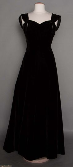Molyneux Evening Gown, Paris, 1940s, for upcoming auction. #vintage #1940's