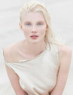 soft pastel shadow without liner or mascara and a little bi… sweet angel makeup. soft pastel shadow without liner or mascara and a little bit of lip stain. Modelo Albino, Angel Halloween Makeup, Angel Makeup, Albino Girl, Albino Model, Stem Challenge, Beauté Blonde, Pale Skin, Female Portrait