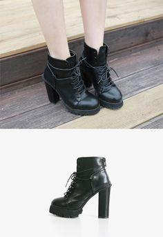 Today's Hot Pick :❉单色❉帅气系带防水台高跟马丁靴 http://fashionstylep.com/SFSELFAA0012383/irisccccn/out 经典的马丁短靴,带你品味英伦风情! 帅气系带设计,不但有装饰作用,又令鞋子充满了迷人复古时尚! 粗高跟的设计,让您优雅的同时不会累脚~ 防水台让跟高不减,却减少了双脚的压力! 高跟鞋是一种时尚,更是现代女性的独立宣言! -马丁短靴- -系带- -粗高跟- -防水台-