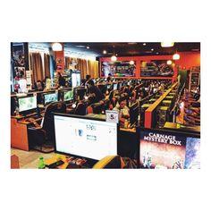 プーケットのサイバーカフェ Cyber Cafe in Phuket :)  プーケットにはこんな サイバーカフェがありました  日本でも人気なLeague of Legendなどなど 小学生くらいの子から大人まで遊んでました  最近はゲーム自体やらないけど 僕も小学校の頃はRedStoneっていう オンラインゲームやってましたV(_)V  小学生の頃から大人と交流できて  交渉とか価値提供を 実感として学べたのは良い思い出  #タイ旅行記 #タイ #タイ旅行 #タイ旅行2016 #プーケット #プーケット島 #プーケット旅行記 #プーケットライフ #プーケットタウン #タイランドプーケット #プーケット旅行 #カフェ #カフェ巡り #カフェさんぽ #おしゃれなカフェ #カフェ風インテリア #カフェ巡リ #かっこいいカフェ #サイバーカフェ #ネカフェ #オンラインゲーム #オンラインゲームに夢中 #レッドストーン #リーグオブレジェンド
