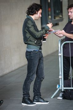 Aidan-Turner-BBC-Radio-One-Studios-Street-Style-Fashion-Tom-Lorenzo-Site (4)