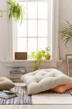 9 Good Simple Ideas: Decorative Pillows Living Room Lights decorative pillows gold home.Decorative Pillows For Teens College Apartments rustic decorative pillows faux fur.Decorative Pillows On Bed Colleges. Meditation Corner, Meditation Space, Living Room Flooring, Living Room Decor, Deco Zen, Floor Seating, Floor Cushions, Chair Cushions, New Room