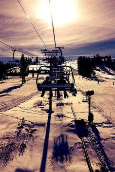 In Alpe d'Huez kan je zeer goed skiën! met 78 liften en zo'n 250km aan pistes raak je hier niet snel uitgeskiëd! Na een lange dag op de piste, kan je in het gezellige centrum gaan apres-skiën, gezellig https://ticketspy.nl/deals/wintersporters-ready-8-dagen-3-residence-alpe-dhuez-skipas-va-e179/