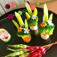 Japanese New Year, Japanese Food, Diy Clay, Clay Crafts, Food Art For Kids, Sushi Plate, Japanese Landscape, Food Decoration, Food Presentation