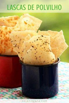Lascas de polvilho crocantes e deliciosas para petiscar. Você pode preparar com os mais variados sabores, como orégano, ervas finas, lemon pepper, pimenta caiena.