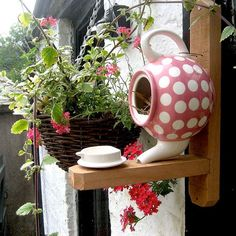 Teapot Bird House - 22 Gorgeous And Unique Birdhouse Designs