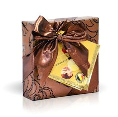Bonboniéra v bronzovém papíru 50g How To Make Chocolate, Gift Wrapping, Bronze, Gifts, Gift Wrapping Paper, Presents, Wrapping Gifts, Favors, Gift Packaging