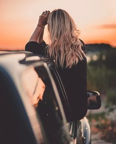 36 Trendy inside the cars photography Portrait Photography Poses, Photography Poses Women, Girl Photography Poses, Creative Photography, Picture Poses, Photo Poses, Emma Carstairs, Foto Casual, Insta Photo Ideas
