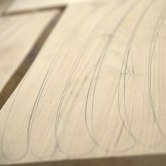 TEHDÄÄN HYVIN | HANDMADE QUALITY Työvaihe: Ruokatuolin rungon valmistus | Craft: Dining chair production Tuotantolinja: Pöydät| Production line: Dining  #pohjanmaan #pohjanmaankaluste #käsintehty
