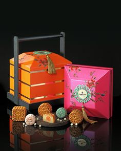 1 Burger Packaging, Dessert Packaging, Pretty Packaging, Food Packaging, Brand Packaging, Chinese Moon Cake, Gift Box Design, Chinese Design, Luxury Packaging