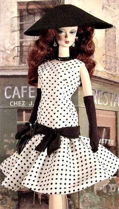 ٠•●●♥♥❤ஜ۩۞۩ஜஜ۩۞۩ஜ❤♥♥●   Weekend in Paris Barbie.  ٠•●●♥♥❤ஜ۩۞۩ஜஜ۩۞۩ஜ❤♥♥●