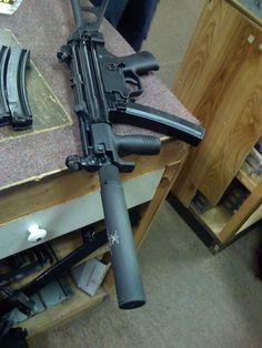weaponslover:  MP-5 Tactical Equipment, Tactical Gear, Tactical Survival, Zombie Guns, Battle Rifle, Submachine Gun, Mp5, Shooting Guns, Military Guns
