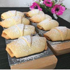"""286 Likes, 12 Comments - Emine Öztürk (@eminenin_lezzetlerii) on Instagram: """"🌺Tahin ceviz dolgulu kurabiye 🌺yok böyle bir lezzet 😉👍👌👌👌 125 gr tereyağ 1 çay bardağı yoğurt 1…"""""""