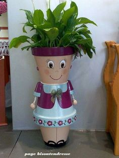 Terra Cotta Flower Pot People Jan this is for you ! Flower Pot Art, Clay Flower Pots, Terracotta Flower Pots, Flower Pot Crafts, Clay Pot Crafts, Diy Clay, Diy Crafts, Flower Pot Design, Candy Crafts