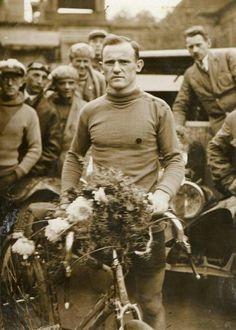 Feliks Więcek. I Wyścig Dookoła Polski (dziś Tour de Pologne), rok 1928. http://polonia1920.pl/808,polonijne-tour-de-pologne