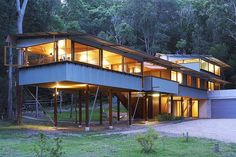 Peter Stutchbury Australian architect - architecture studio: buildings & designs - Wall House Japan for Issey Miyake: contemporary houses in Australia Pole House, House Roof, Australian Architecture, Australian Homes, Peter Stutchbury, Pole Barn Designs, Brighton Houses, Pole Barn Homes, Pole Barns
