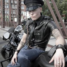 Famous androgynous model Mack Dihle modeling her own naughty dapper in leather. Butch Fashion, Punk Rock Fashion, Queer Fashion, Hip Hop Fashion, Tomboy Fashion, Urban Fashion, Tomboy Style, Tomboy Outfits, Emo Outfits