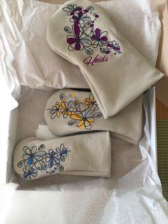 Ladylike und fröhlich! Damen-Headcover aus weissem, weichem Leder mit Blumen-Stickerei - handgefertigt. Undercover, Soft Leather, Handmade, Women's, Nice Asses