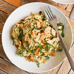Creamy Chicken Pesto Pasta (gluten-free, dairy-free) | 6 Things Anyone With Stomach Issues Should Know About A Low-FODMAP Diet