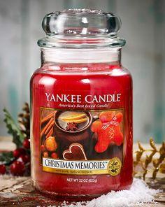 yankee candle christmas memory   Tipica fragranza invernale/natalizia, domina la cannella con note biscottate. Chi ama la cannella apprezzerà a chi la odia consiglio di starne lontani  Note di Testa: Cannella  Note di Cuore: Biscotti di Zucchero Note di Fondo: Calda Vaniglia Voto: 7