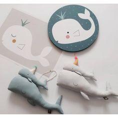 Tableau en bois pour décorer la chambre de bébé aux teintes et aux illustrations douces,