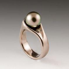 Black Tahitian Pearl 18kt Palladium White Gold Ring