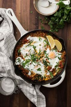 Ras El Hanout farro skillet featuring the warm spice blend, spinach, and eggs- a whole grain riff on the classic Shakshuka. Spinach Recipes, Egg Recipes, Cooking Recipes, Recipies, Healthy Grains, Healthy Cooking, Healthy Recipes, Hummus, Ras El Hanout