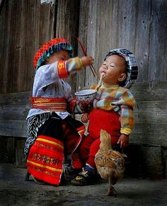 Sharing is their happiness!!!.... Cute is always written in their life.....