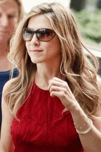 Jennifer Aniston in Maui Jim Sunglasses