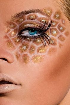 Giraffe (Animal) Makeup -- like the pattern combined with the long, extended eyelashes and nude lip Halloween Eye Makeup, Maquillage Halloween, Holiday Makeup, Halloween Night, Halloween Ideas, Halloween Party, Makeup Art, Beauty Makeup, Hair Makeup