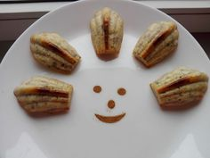 Mini Briose cu banana   Baby Food Recipes, Food Baby, Breakfast Snacks, French Toast, Bread, Banana, Baby Foods, Breads, Bakeries
