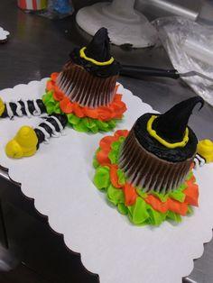 Spring Cupcakes, Holiday Cupcakes, Fun Cupcakes, Cupcake Cakes, Healthy Halloween Treats, Halloween Sweets, Halloween Cupcakes, Halloween Decorations, Haloween Cakes