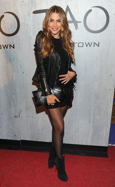 Sofia Vergara's bringing back sexy black stockings! #fashion
